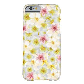 El Plumeria me ama Funda Para iPhone 6 Barely There
