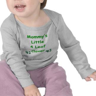 El poco de la mamá trébol de 4 hojas camisetas