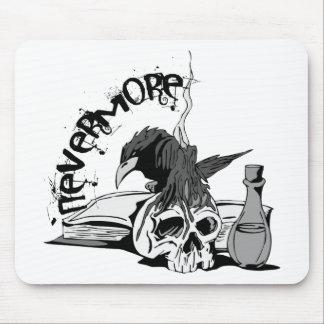 El Poe Raven nunca más el cráneo y el libro Mouse Pad