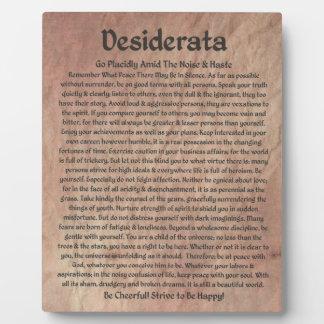 El poema de los desiderátums en la piedra roja del placas para mostrar