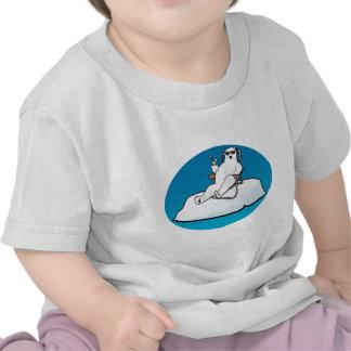 el polar_bear_lounging camiseta