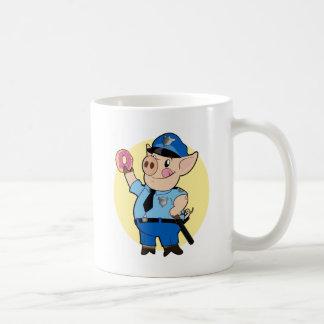 El poli taja la taza