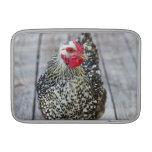El pollo en la cubierta de madera, platea Wyandott Fundas Macbook Air