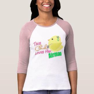 El polluelo ama a su aviador camiseta