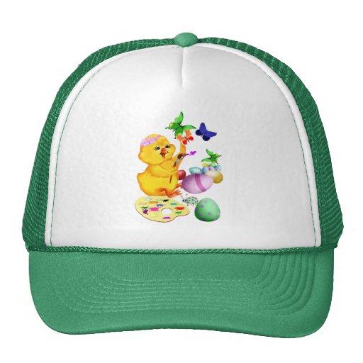 El polluelo de Pascua pinta el gorra
