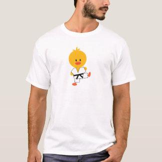 El polluelo del Taekwondo embroma la camiseta del