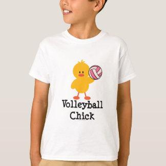 El polluelo del voleibol embroma la camiseta