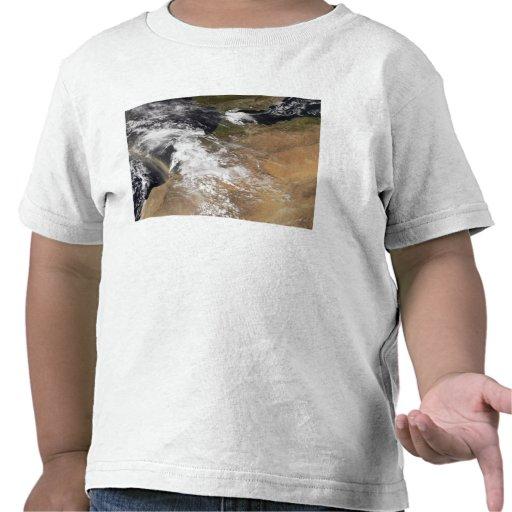 El polvo plumes de la costa marroquí camisetas