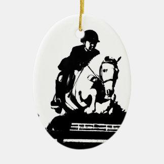 El potro que salta el bw adorno navideño ovalado de cerámica