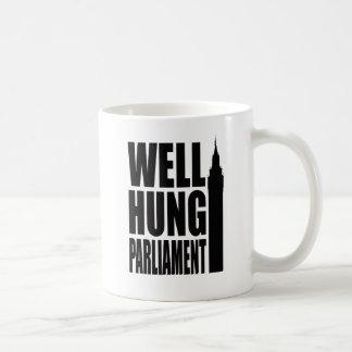 El pozo colgó al parlamento tazas de café