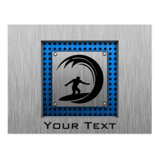 El practicar surf cepillado de la mirada del metal tarjetas postales