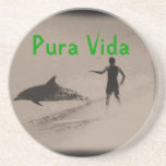 El practicar surf con la vida de la playa de Pura  Posavasos Cerveza