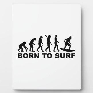 El practicar surf de la evolución llevado para placas con fotos