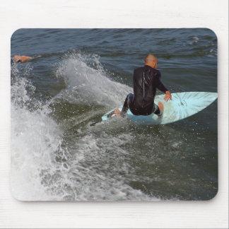 El practicar surf de la playa de Venecia Alfombrillas De Raton