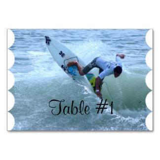 El practicar surf de Rican de la costa