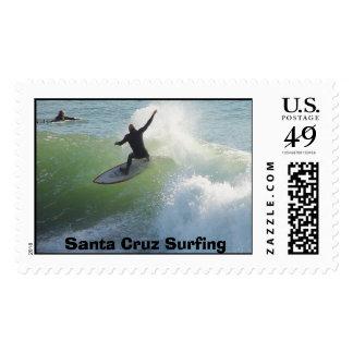 El practicar surf de Santa Cruz Sello