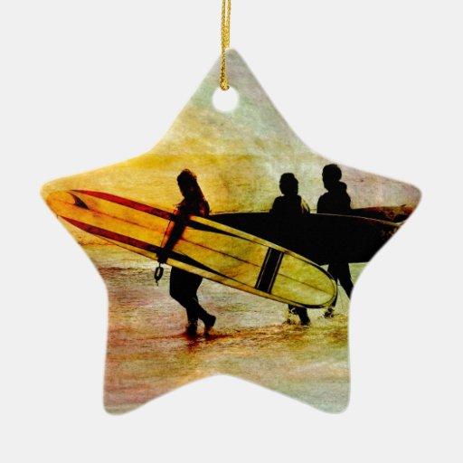 El practicar surf adorno de cerámica en forma de estrella