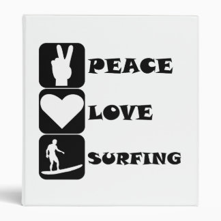 El practicar surf del amor de la paz