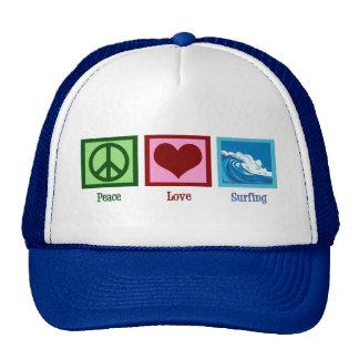 El practicar surf del amor de la paz gorras de camionero