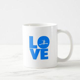 El practicar surf del amor taza de café