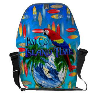 El practicar surf del tiempo de la isla bolsa de mensajeria