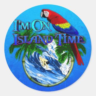 El practicar surf del tiempo de la isla pegatina redonda
