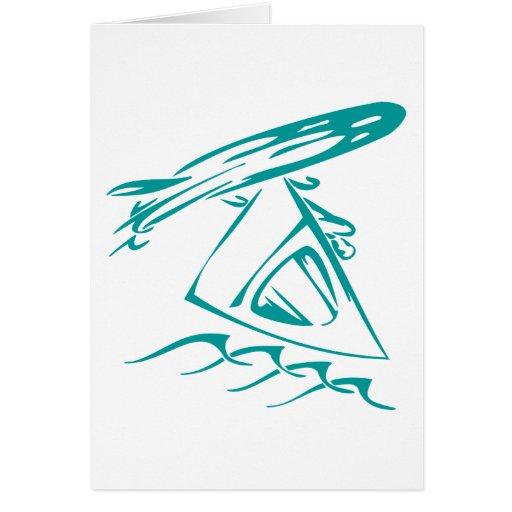 El practicar surf del viento tarjeta de felicitación