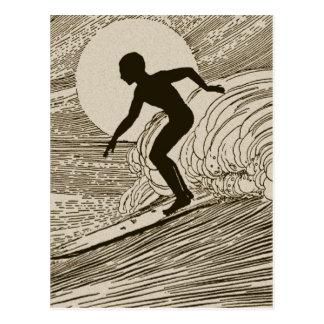 El practicar surf del vintage postales