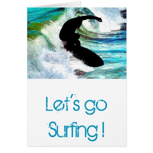 El practicar surf en onda que se encrespa tarjeta de felicitación