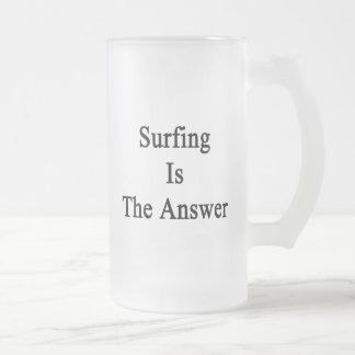 El practicar surf es la respuesta tazas de café