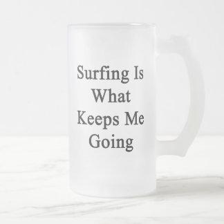 El practicar surf es qué me guarda el ir taza de café