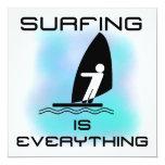 El practicar surf es todo las camisetas y los anuncios