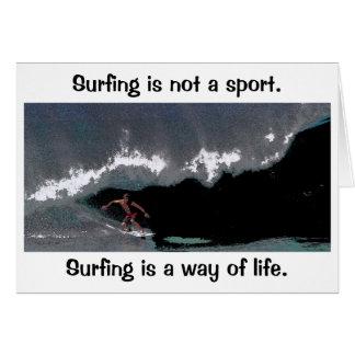 El practicar surf es una manera de tarjeta de feli