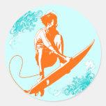 El practicar surf etiqueta redonda