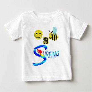 el practicar surf feliz de 2 abejas playera