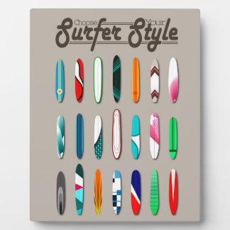 El practicar surf le elige estilo de la persona placa para mostrar