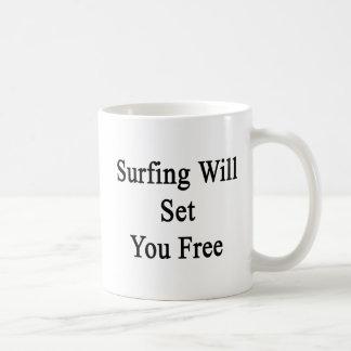 El practicar surf le fijará libre taza de café