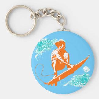El practicar surf llavero redondo tipo pin