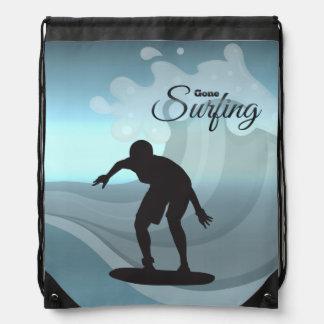 El practicar surf mochilas