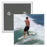 El practicar surf pins