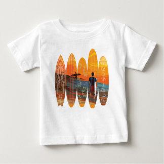 El practicar surf puro playera