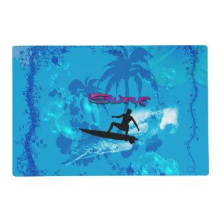 El practicar surf salvamanteles