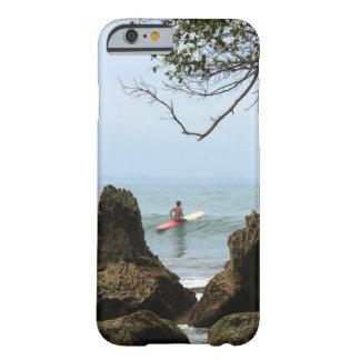El practicar surf solitario de la tranquilidad de funda de iPhone 6 slim