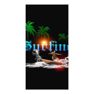 El practicar surf, surfboarder con la palma tarjeta personal con foto
