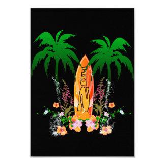 El practicar surf, tabla hawaiana y flores invitación 8,9 x 12,7 cm