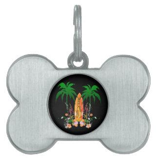 El practicar surf, tabla hawaiana y flores placa mascota