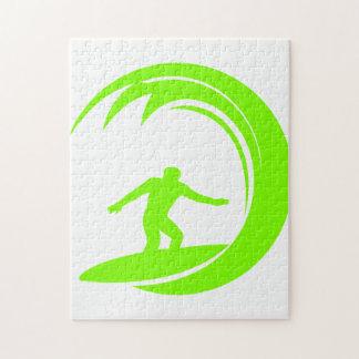 El practicar surf verde chartreuse de neón puzzle con fotos