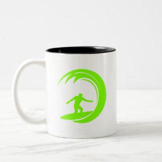 El practicar surf verde chartreuse, de neón taza de café