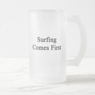 El practicar surf viene primero