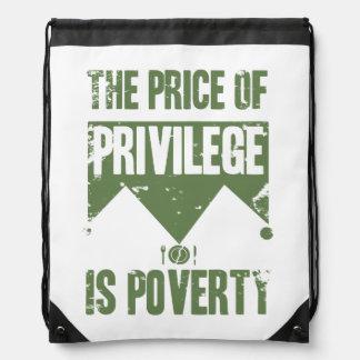 El precio del privilegio es pobreza mochila